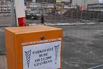 Parkoviště jen pro bagry - tak by se dalo nazvat uzavřené parkoviště u Hraničáře
