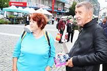 Premiér Andrej Babiš se zastavil na farmářských trzích na Mírovém náměstí v Ústí nad Labem