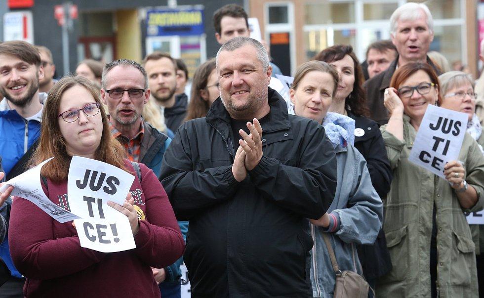 demonstrace proti Babišovi a Benešové