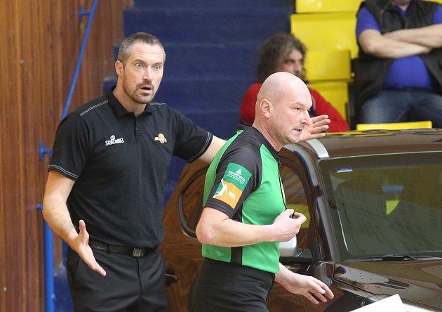 Basketbalový zápas mezi Ústím nad Labem a Olomouckem.