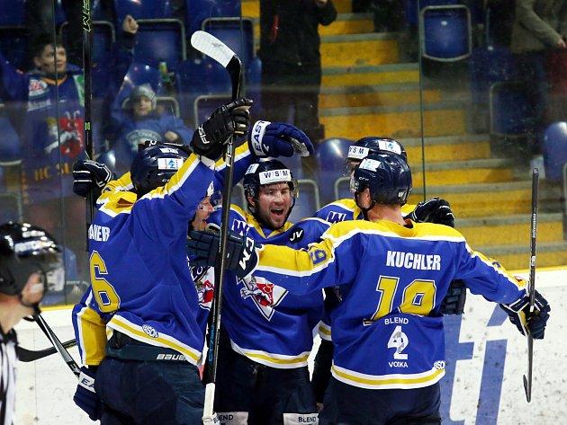 Ústečtí hokejisté (modří) doma porazili Jihlavu 4:1 a snížili stav semifinálové série na 1:2.