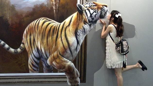 Velké třídimenzionální obrazy vtáhnou návštěvníky přímo do děje právě probíhajícího dobrodružství.