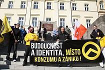 Za minimálního zájmu veřejnosti proběhla podobná demonstrace v neděli 11. října v Teplicích.