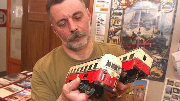 Kastelán Jan Souček žije modely mašinek