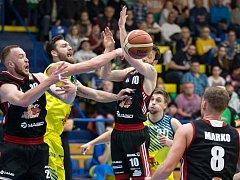Ústečtí basketbalisté (ve žlutém) padli v bitvě se Svitavami.