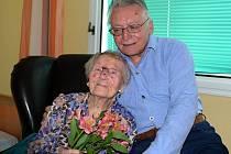 Paní Walterová se synem Karlem.