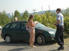Nejeden návštěvník jezera Milada již od vody odešel s pokutou od strážníků z okolních měst.