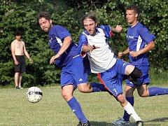 Fotbalisté Tisé (uprostřed Pešata) budou hrát v novém ročníku krajskou 1.B třídu.