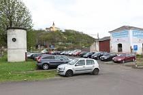 Na místě někdejšího autobazaru Jelínek vznikne nové placené parkoviště. Archivní foto