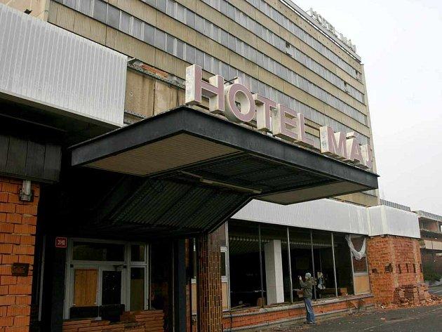 Zdevastovaný hotel Máj...