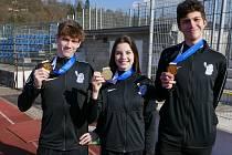 Tomáš Majer, Nikola Bisová, Martin Veselý (USK Provod), trio ústeckých atletických šampionů se zlatými medailemi z halového mistrovství ČR juniorů a dorostu 2021.