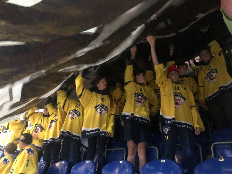 Diváci na hokeji Ústí - Sokolov