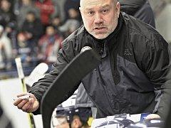 Trenér hokejistů Ústí Miroslav Mach.