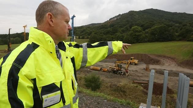 Na rozestavěné dálnici D8 se objevily další problémy se stabilitou podloží.