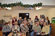 Zpívalo se také v Domově pro seniory a Azylovém domě pro matky s dětmi Orlická.
