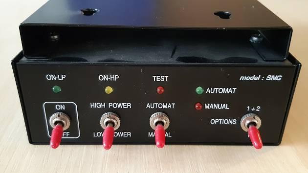 SNG rušička mikrofonů – šumový generátor, kterou našel v hejtmanské kanceláři Jan Schiller.