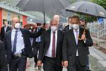 Německý prezident Frank-Walter Steinmeier schotí Elke Büdenbenderovou na návštěvě v Ústí nad Labem