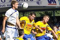 Ústečtí fotbalisté (bílí) doma remizovali s Varnsdorfem 0:0.