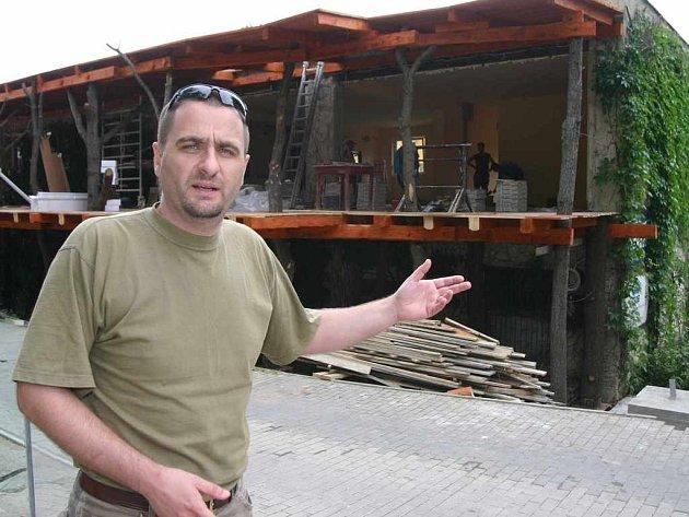 Ředitel zoologické zahrady Tomáš Kraus u budoucí restaurace
