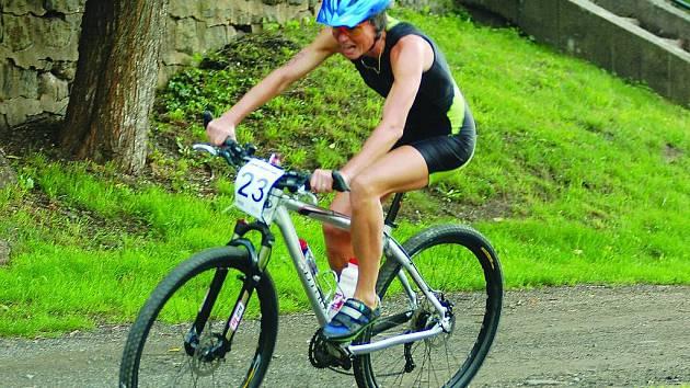 Jana Vápeníková z Brné nenašla mezi ženami v letošním ročníku triatlonu s názvem Železný knedlík přemožitelku.