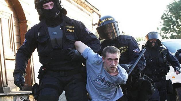 Hejtmanka slíbila ohlídat, aby se všechny policejní síly nepřesouvaly na Děčínsko. Až čtvrtinu obyvatel Ústí tvoří Romové.