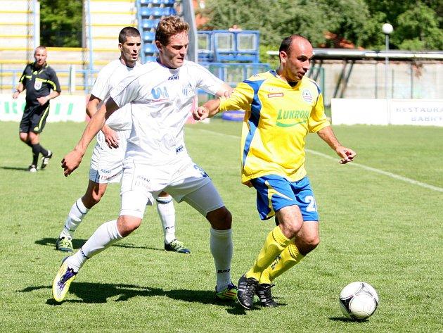 Fotbalisté Tescomy Zlín (ve žlutém) se rozešli s vedoucím Ústím nad Labem smírně 2:2.