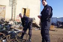 Policisté během kontrolní akce na Ústecku zkontrolovali osm výkupen železa. Zaměřili se nejen na zakázané věci, ale také na kov, který by mohl pocházet z trestné činnosti.