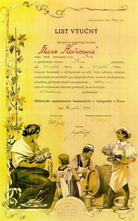 Výuční list číšnice Marie Hořicové z roku 1940.