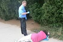 Agresivního bezdomovce strážníci zpacifikovali.