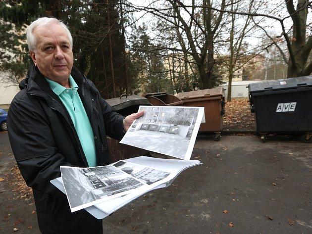 Josef Štajner ukazuje, jaká kontejnerová stání mají jinde po Ústí.