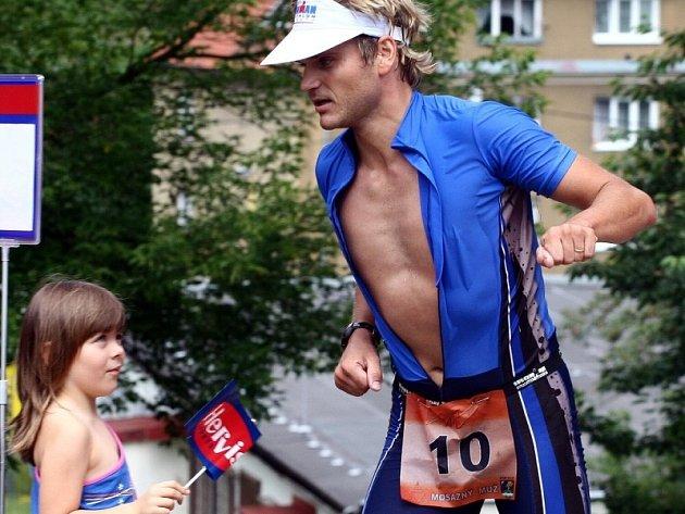 MOSAZ MÍSTO ŽELEZA. V prvním ročníku Železného muže v Povrlech doběhl třetí Tomáš Langhammer z K-3atlon teamu Litvínov. Letos se v Povrlech bude závodit jen o Mosazného muže.