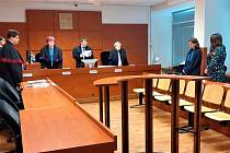 Obžalovaná bývalá bankovní úřednice Hana Š. u ústeckého krajského soudu 22. června 2021.