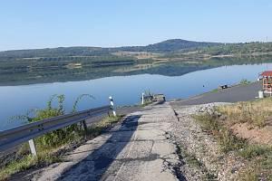 Cyklotrasa z ústeckých Skorotic k jezeru Milada.