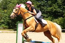 """Na Bukově řádily """"divoženky"""" na koních."""