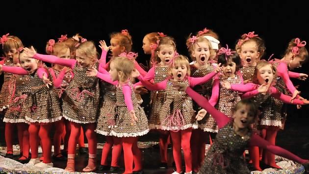 Tanečníci z Dance Center Marverci zahájí soutěžní část tanečních formací všech kategorií v Severočeském divadle přehlídkou Enjoy Dancing.