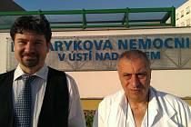 Organizátor III. Sociálně-zdravotního kongresu Ústeckého kraje Petr Kratochvíl (vlevo) a Josef Kočí, koordinátor této akce.
