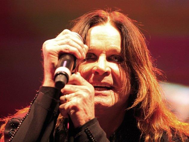 Ozzy Osbourne vystupoval v pražské O2 Areně loni v červnu. Ale letos se tam vrátil s Black Sabbath. A šlo o comeback roku.