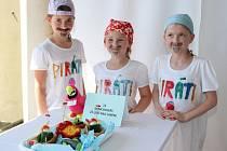 MINICOOLERS, TÝM PIRÁTI. Barbora Csatová, Nela Gabriellová, Nela Hiblerová ze ZŠ Stříbrnická Ústí nad Labem, které ve své kategorii (1. 3. třída ZŠ) soutěž vyhrály.
