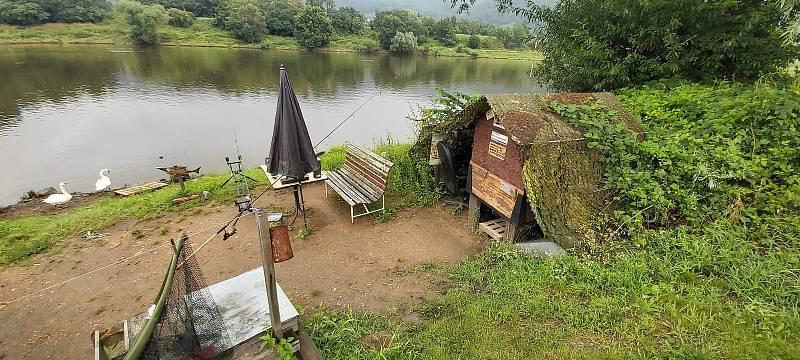 Ve Valtířově na Ústecku přestavuje rodina Baránkových starou loděnici na kemp a marínu.