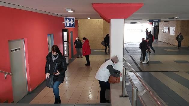 U toalet na hlavním nádraží v Ústí nad Labem.