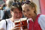 Dobré pivo, krásné ženy a klidná atmosféra, tak vypadal v sobotu tradiční pivní jarmark na Kostelním náměstí v Ústí nad Labem.