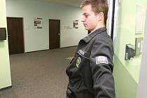 Při březnové razii zabavila policie v budově rady počítače i dokumenty.