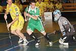 Ústečtí hokejisté odehráli exhibiční florbalové utkání s výběrem ústeckých týmů FBC a USK Slávie. Porážka 4:8 třem stovkám diváků zábavu nepokazila.