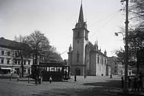 V minulosti byly Trmice moderním městem s tramvajemi a kostelem.