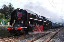 Císařský vlak vedený parní Šlechtičnou projel napříč Ústeckým krajem.