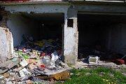 Ruiny garáží v Předlicích.
