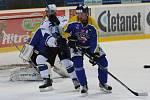 Hokejisté Ústí (modří) porazili Kladno 3:2 a ve čtvrtfinálové sérii se ujali vedení.