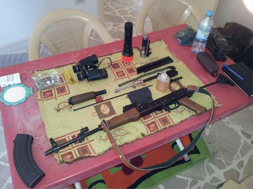 OBÝVACÍ POKOJ PŘÍMO VE ŠTÁBU YPG. Byl ovšem vybaven opravdu jenom tím nejnutnějším.