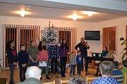 Dům s chráněnými byty Telnice. Zpívání se účastnilo 22 lidí.