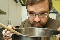 Petr Klapálek o sobě říká, že je gulášový. V soutěži vařil Plněný měšec. Jídlo podtrhl kvalitním vínem.
